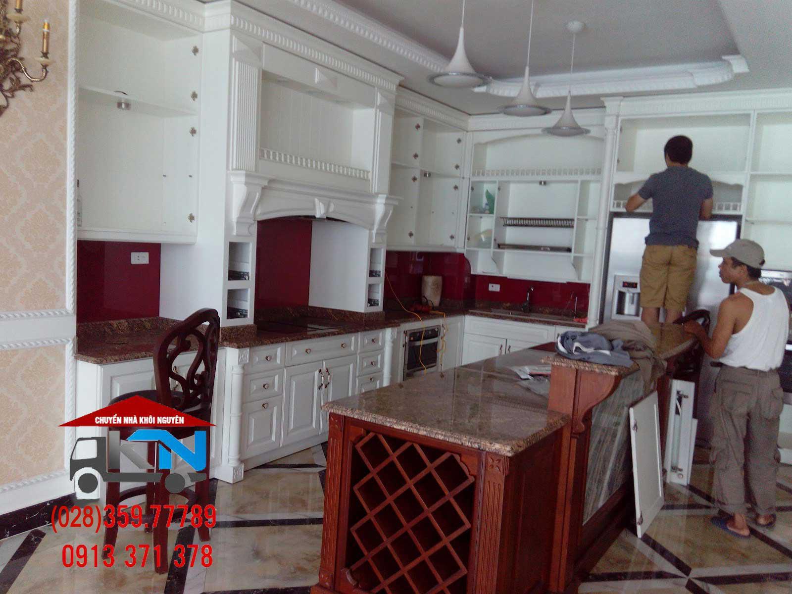 Thợ mộc sửa chữa tủ bếp tại nhà